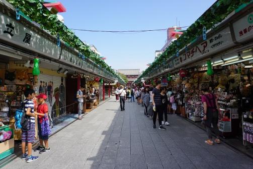 The shopping street behind Kaminarimon