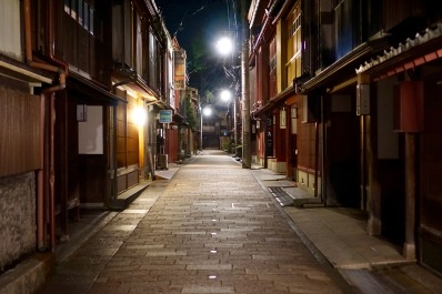 Higashi Chaya at night