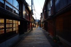 Higashi Chaya in the evening