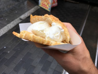 Melon pan ice cream