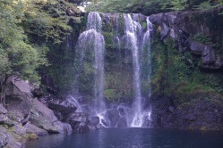 Middle Cheonjeyeon Falls