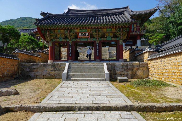 Busan Korea Beomeosa Temple